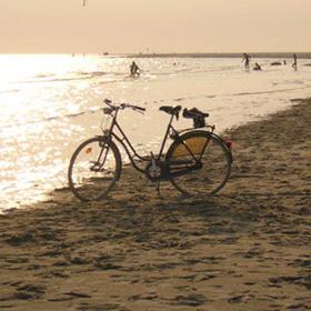 Mobiel stuk vakantie kamperen aan zee MMENR